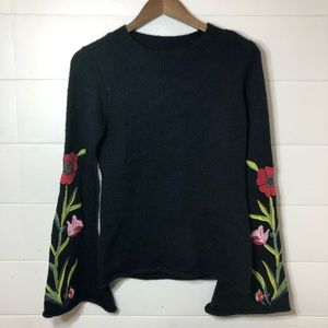 Romeo & Juliet Bell Sleeve floral detail sweater